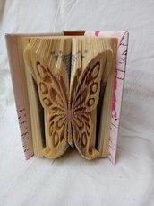 Libro modellato a farfalla in 3D, tecnica book folding