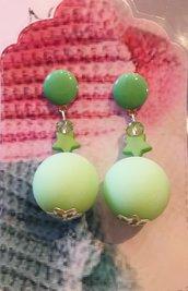 Orecchini pendenti con perla verde mela o rosa o gialla o celeste oppure lilla