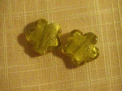 fiori verdi in vetro con foglia argento
