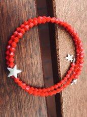Braccialetto con cristallini rossi e charms a stellina