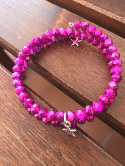 Bracciale con perline rosa fucsia e charms a stellina