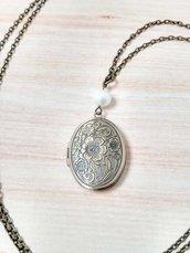 Collana con medaglione portafoto in stile vintage e perla di fiume