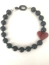 Collana girocollo con perle nere e bellissimo cuore rosso