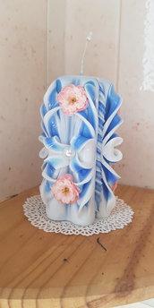 candela intagliata fatta a mano,  fiocchi azzurri e rose