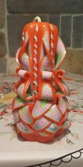 candela intagliata fatta a mano , onda barocca su base arancio