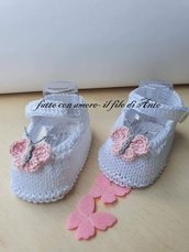Scarpine neonata  con farfalle