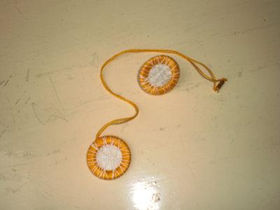 collana con anello cotone giallo bianco (n°615)