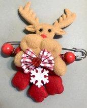 Spillone natalizio con renna in pannolenci.