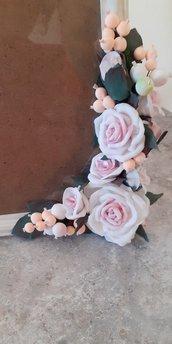 Cornice rose e bacche