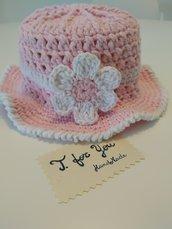 Cappello/cloche bambina/neonata con fiore rosa e bianco