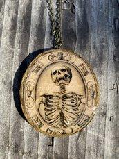 Pendente in legno con resina colata a mano, scheletro