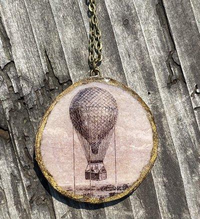 Pendente in legno con resina colata a mano, mongolfiera