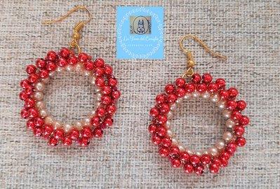 Orecchini con perle rosse e rosa cipria