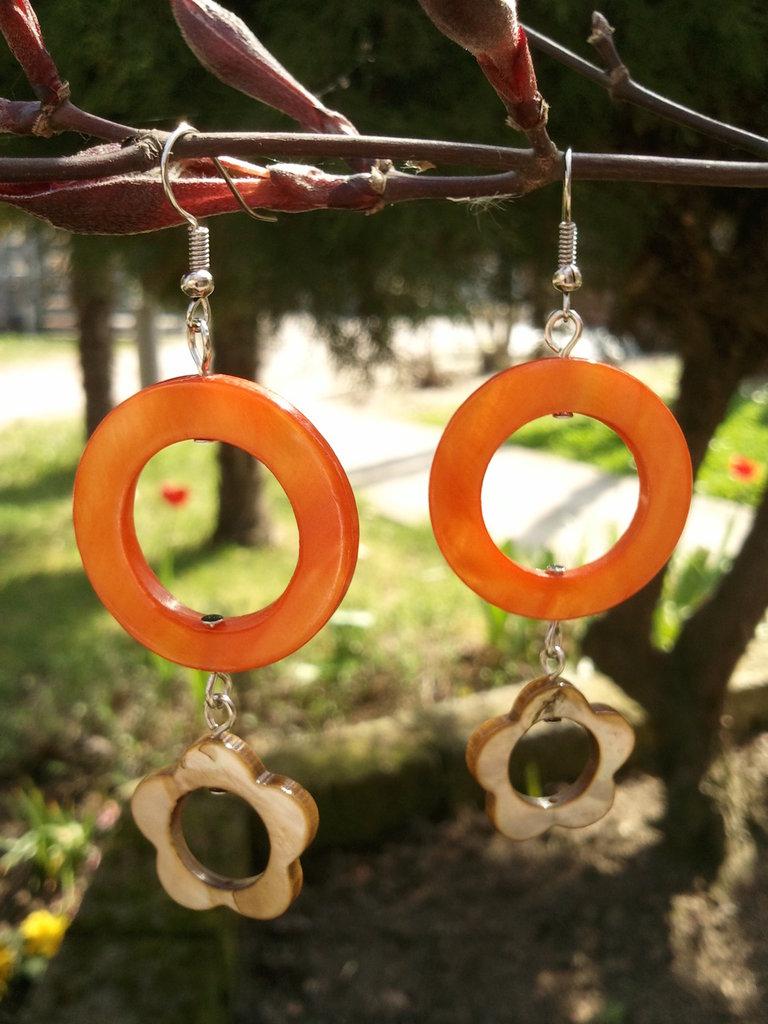 ORECCHINI MADREPERLA arancione