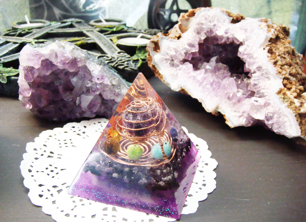 Piramide Orgonite Ametista