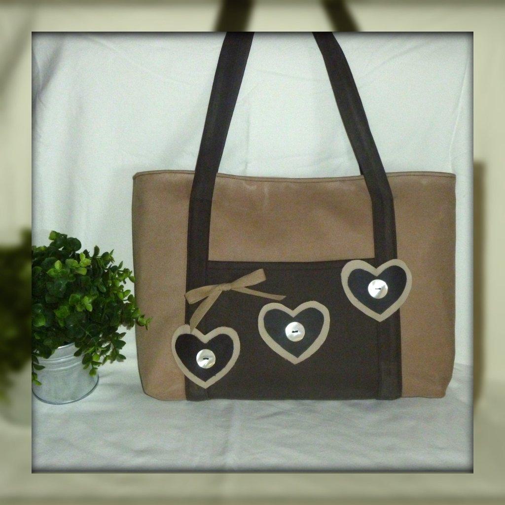 borsa decorata con cuori