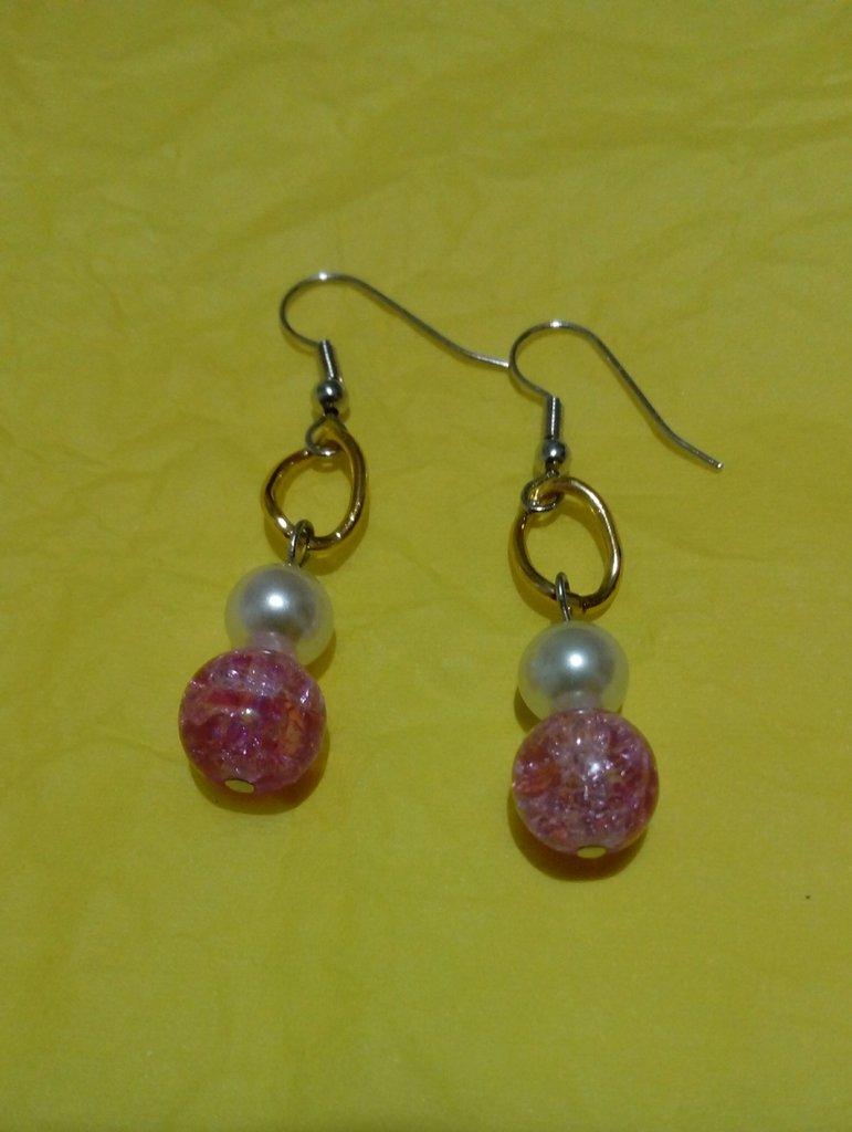 Orecchini perle bianche, e perle vetro rosa