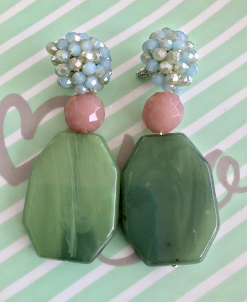 Orecchini pendenti eleganti con mora di perline fatta a mano.