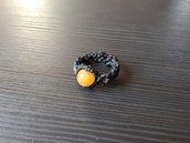 Anello macramè nero con giada gialla