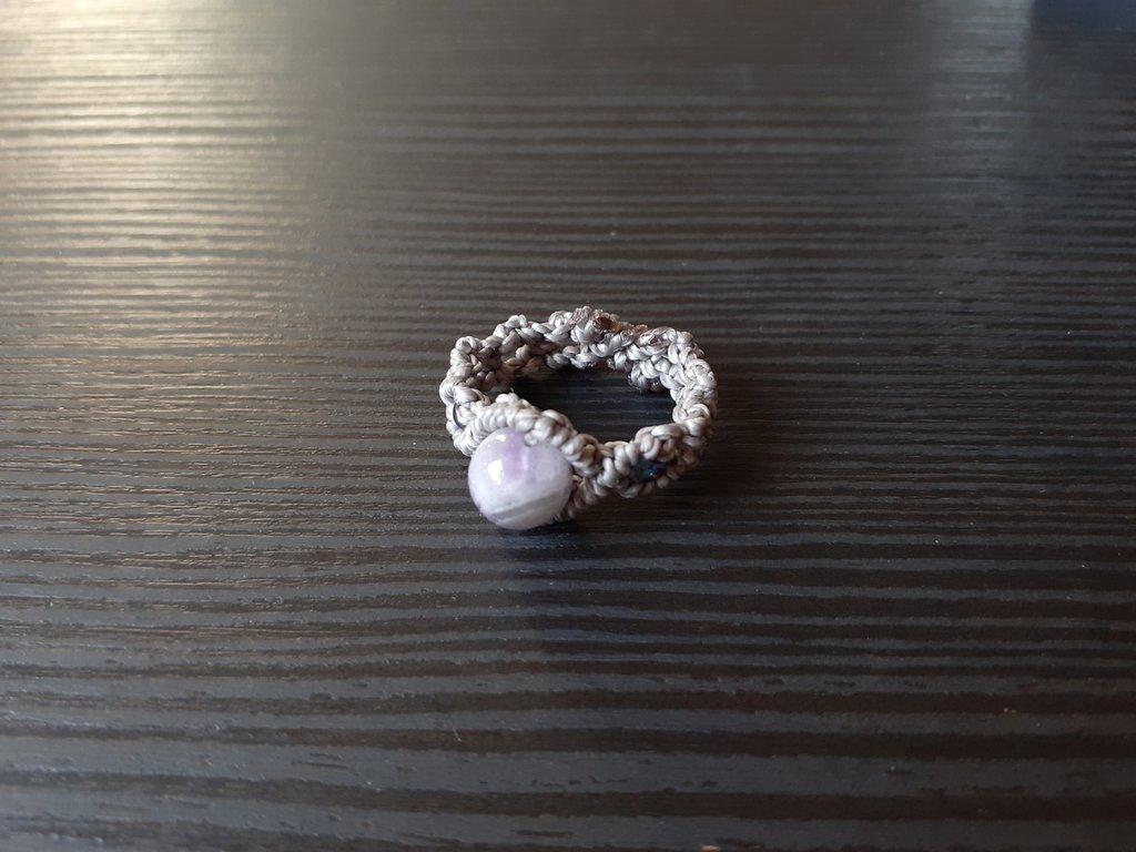 Anello macramè grigio con ametista