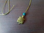 Collanina macramè con tartarughina verde
