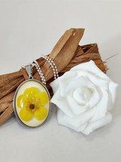 Collana con ciondolo resina ranuncolo giallo catena lunga donna ciondolo fatto a mano
