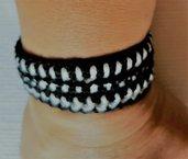 """Parure braccialetto e orecchini """"black and white"""" all'uncinetto con perla nera"""