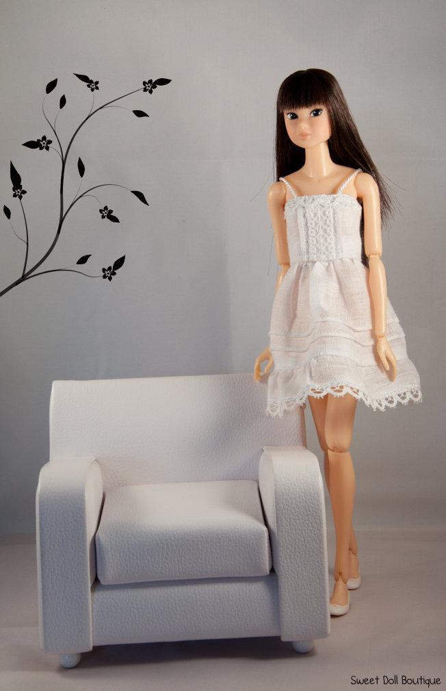 Vestito in lino bianco per Momoko Doll