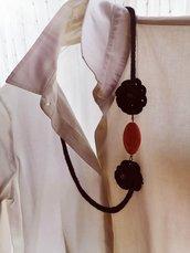Collana Tricotin nera e rosa con fiori ad uncinetto e perla rosa