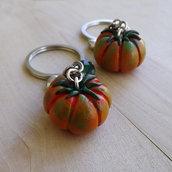 Portachiavi pomodoro in fimo creato a mano