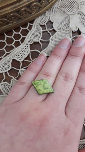 Anello verde metallico