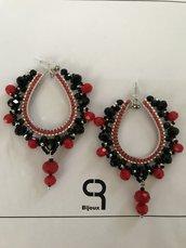 Orecchini pendenti nero/rosso