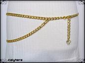 Cintura a catena oro con ciondolo cuore, si può indossare sia sui fianchi che in vita, taglia S - 75 cm.