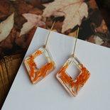 orecchini resina e fiori arancio