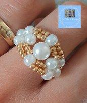 Anello oro e bianco con perline