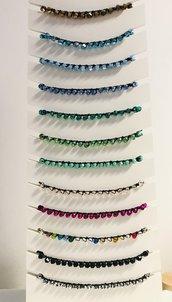 Braccialetti fatti a mano con cristallini colorati.
