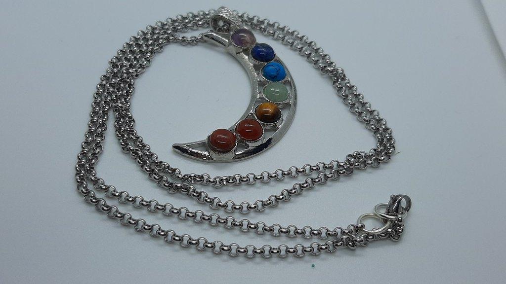 Collana handmade in acciaio lunga con ciondolo a forma di luna con pietre dure