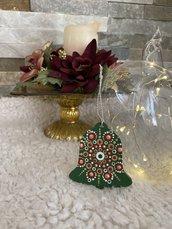 Decorazione natalizia a forma di campanella con mandala