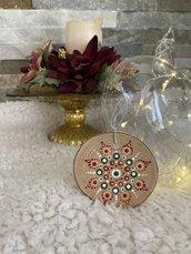 Decorazione natalizia a forma di ceppo con mandala