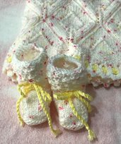 Copertina e scarpine neonata, bimba color bianca , fatta a mano