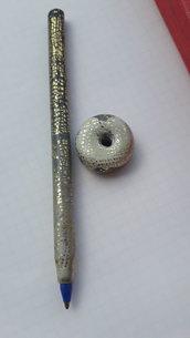 Penna rivestita in pasta polimerica.