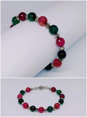 Bracciale in cavetto d'acciaio con perle da 8 mm di colore verde e rosse