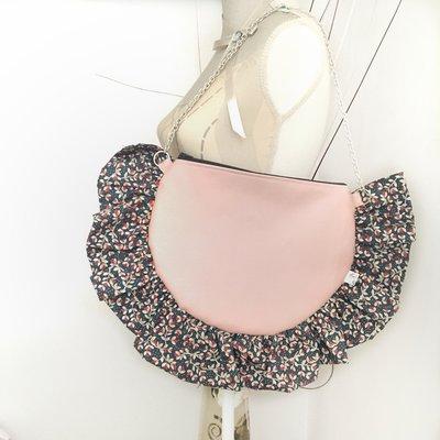 """Borsa a spalla """"Fleur"""", forma semicircolare con rouches in similpelle rosa e cotone fantasia"""