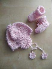 Cuffia neonata uncinetto, cappellino e scarpette lana, completo fatto a mano lana rosa, regalo nascita, corredino neonata