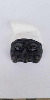Maschera di pulcinella con cappuccio di stoffa