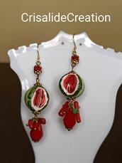 Orecchini con anguria in ceramica con cristalli e coralli