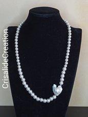 Collana con perle bianche e pietra barocca bianca