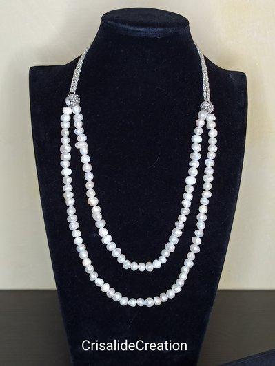 Collana con doppio filo di perle fiume e catena argentata