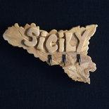 Appendichiavi in legno d'ulivo a forma di Sicilia .(cod.008)