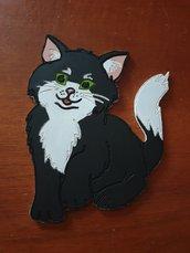 Gattino sagomato su legno